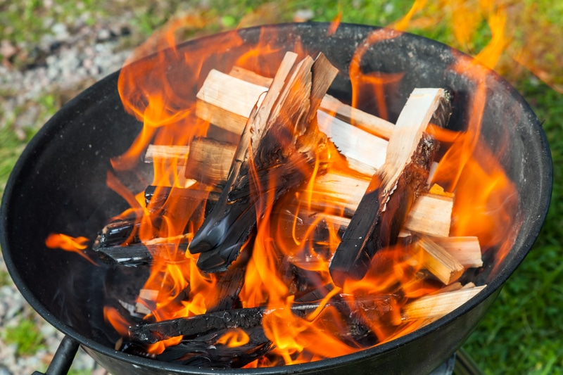 Lagerfeuer im Garten dank Feuerschalen