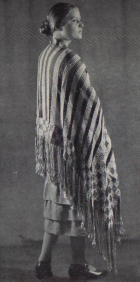 Schal in Filet- und Stopfarbeit