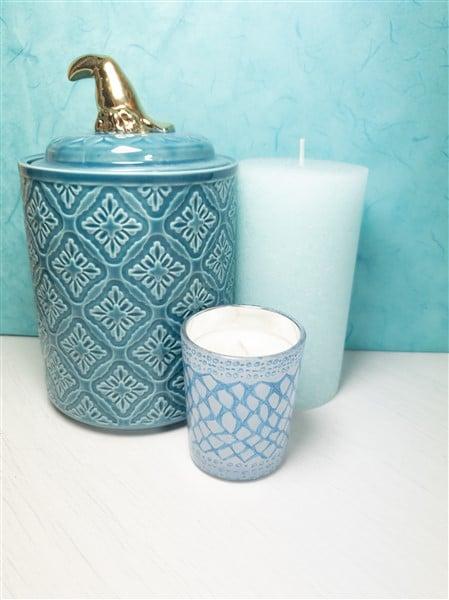 DIY Kerze dekorieren: Keramik-Design auf Glaskerze malen