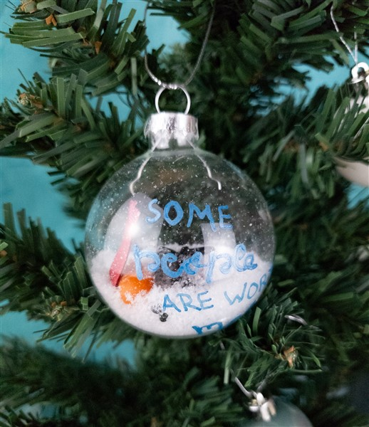 Weihnachtskugeln selber machen: Sollen wir einen Schneemann bauen?