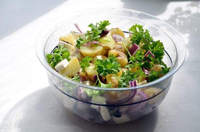 Resteessen: Salate mit selbstgemachten, einfachen Salatsaucen