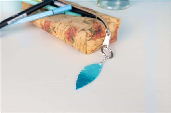DIY mit Fimo Leather Effect: Federanhänger basteln