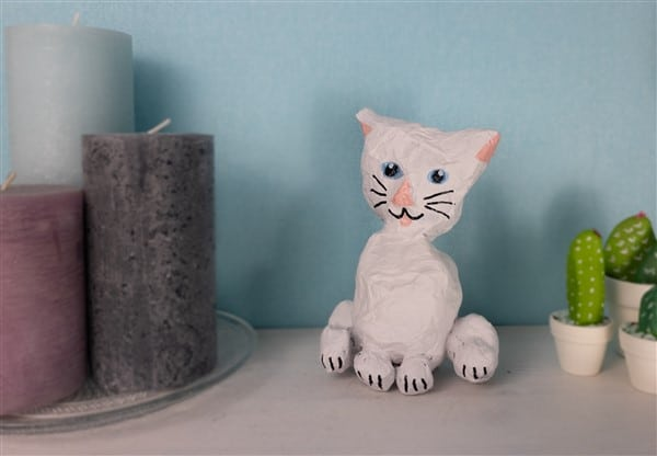 Eine Pappmaché-Katze selber formen
