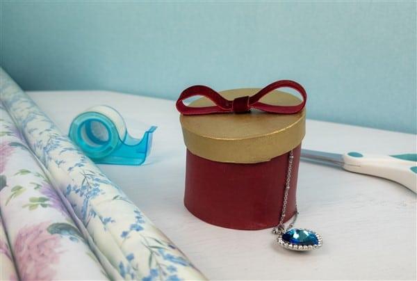 Wiederverwendbare Geschenkverpackung – goldig nicht nur zu Weihnachten