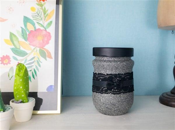 Auch Granit kann sexy sein - Marmeladenglas in schwarzer Spitze