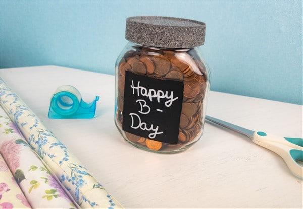 Happy B-Day: Aus einem Nutella Glas wird eine Geschenkverpackung