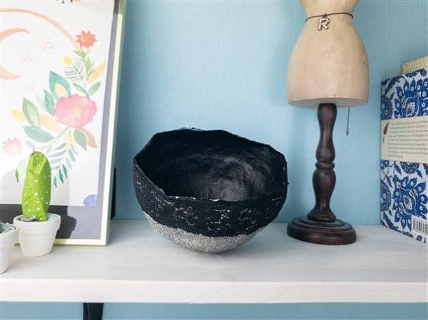 Pappmaché Schälchen mit Granitspray verschönern