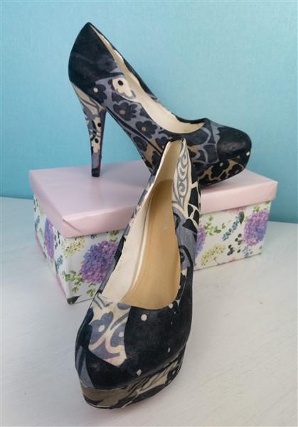 Schuhe pimpen: High Heels mit Jersey bekleben