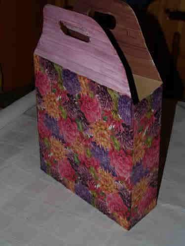Einkaufstasche aus Pappe als Geschenkverpackung