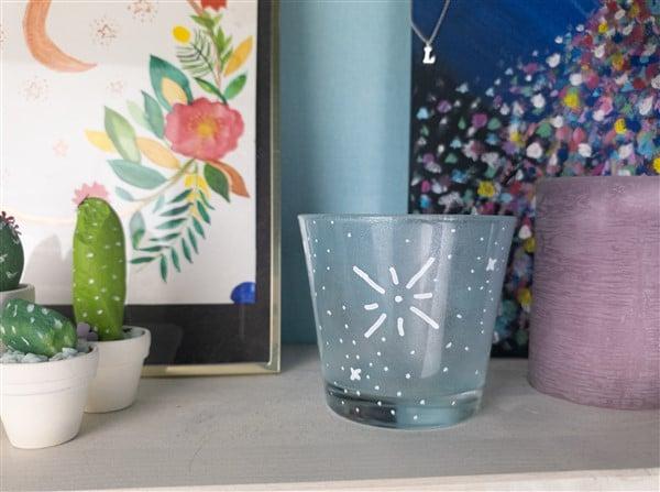 Frostiges Teelicht – Glas Upcycling mit Satinier-Creme