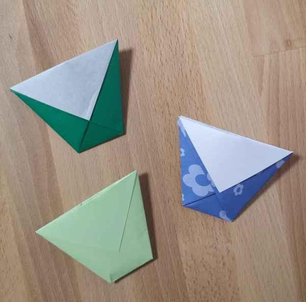 Origami-Becher aus einem Blatt Papier falten