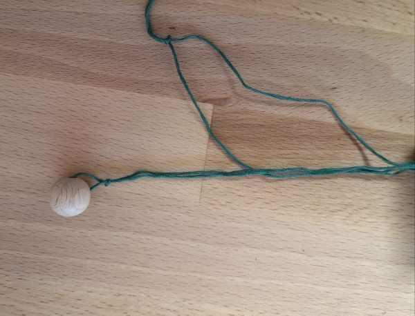 Fangspiel aus Klopapierrolle basteln