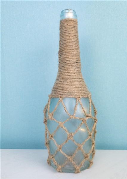 Flaschen Upcycling mit Sisalband und Satiniercreme - Maritime Wohndeko selber machen.