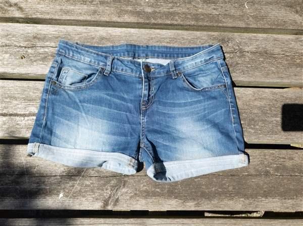 Jeans upcycling: Aus der Hose wird eine Shorts