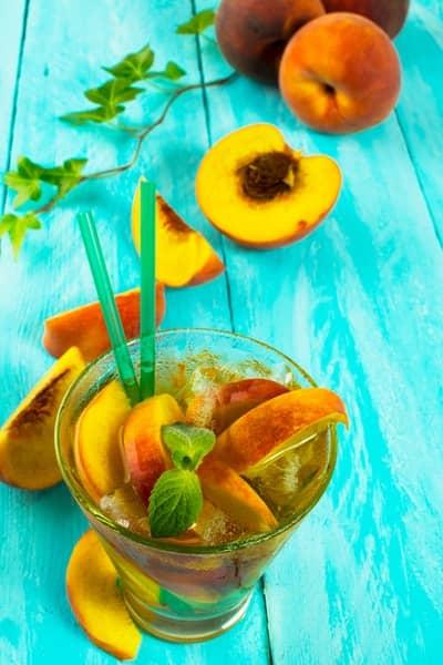 3 Rezepte für Pfirsichbowle