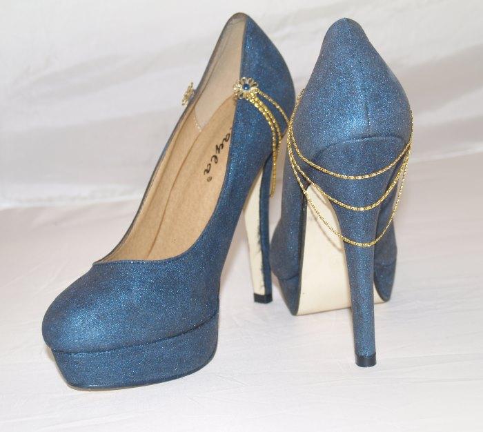 Schuhe bemalen und Goldkettchen aufkleben