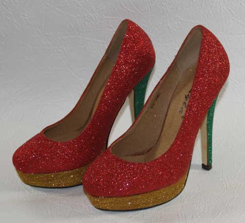 Schuhe in verschiedenen Farben beglitzern