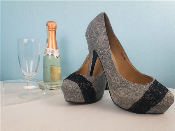 Schuhe besprühen mit Acrylspray