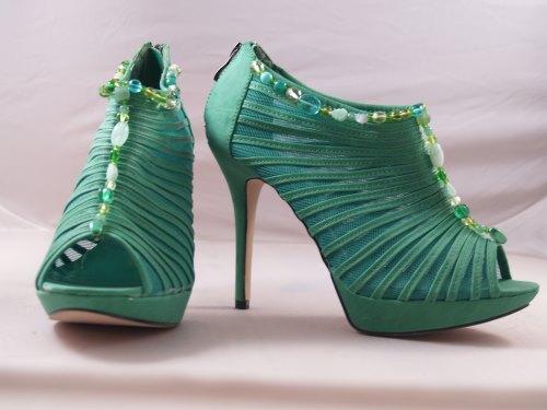 Schuhe mit Perlen verzieren