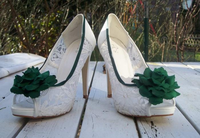 Schuhe selber machen mit Rosen und Satinband