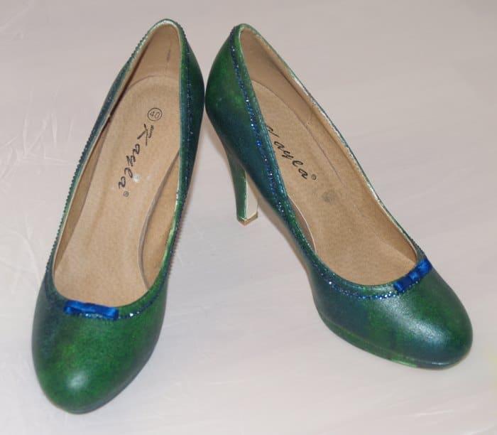 Schuhe bemalen, beglitzern und Satin schleife aufkleben
