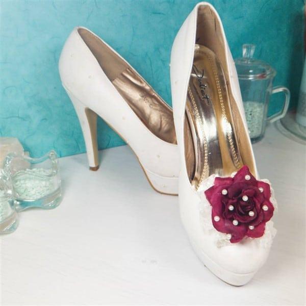 Schuhe basteln mit Rose und Halbperlen