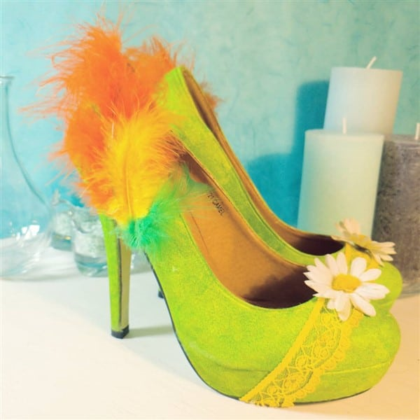 Schuhe mit Federn basteln