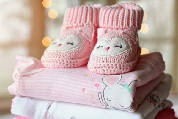 Welche Babykleidung muss mit ins Krankenhaus?