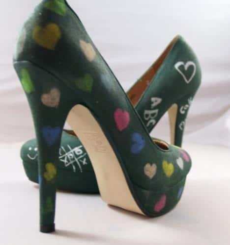 Beschreibbare Schuhe mit Tafelfarbe selber machen