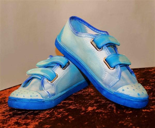 Schuhe mit Alkoholtinte bemalen