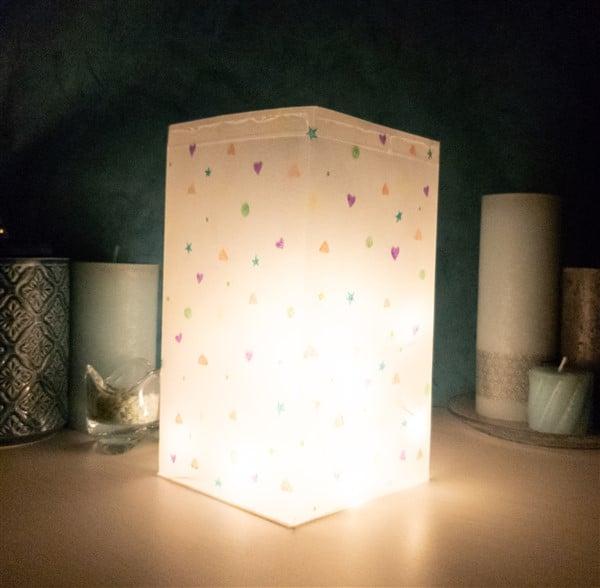 Einfache Laterne aus Transparentpapier basteln
