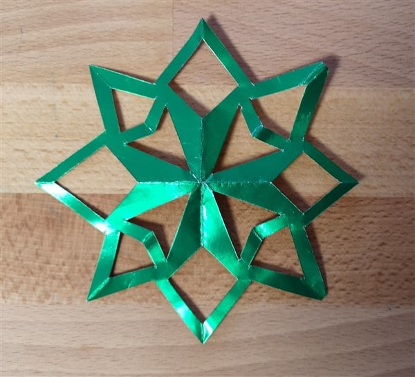 Sterne aus Goldpapier basteln