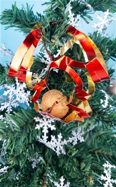 Goldpapiernetz für den Tannenbaum basteln