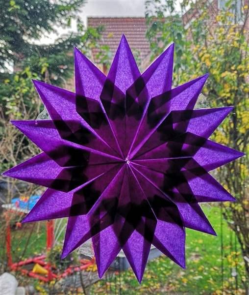 Stern aus Transparentpapier mit 16 Spitzen